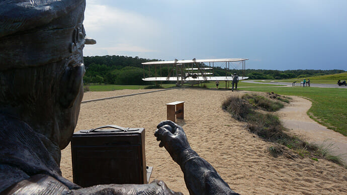 Sculpture commemorating Wright Brothers flight