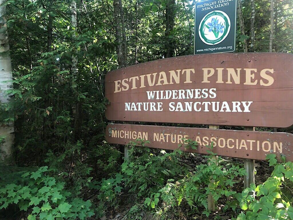 Estivant Pines sign