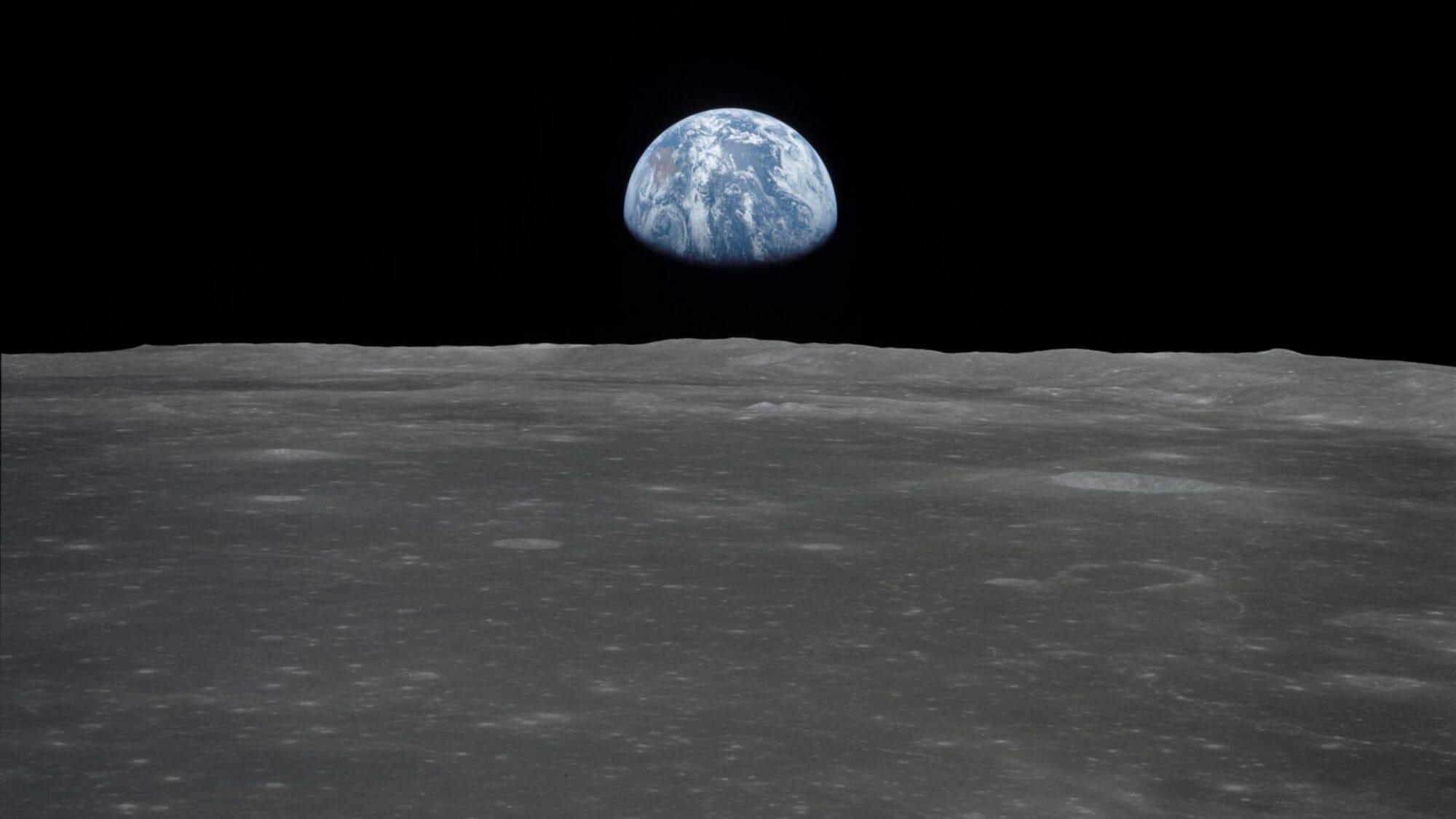 Apollo: To the Moon