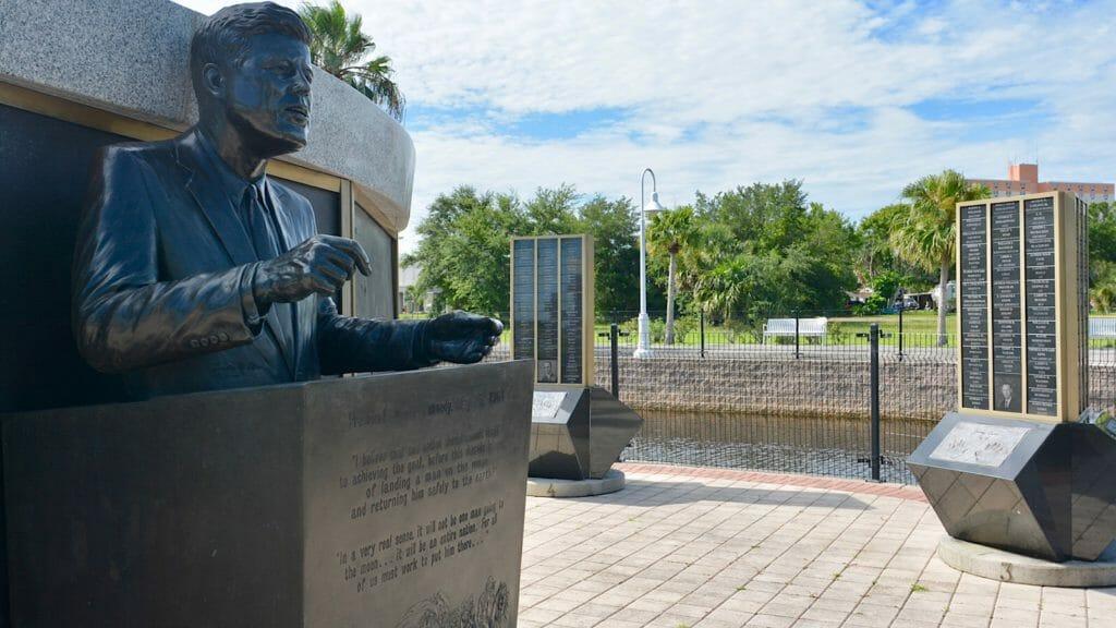 JFK Statue Space View Park